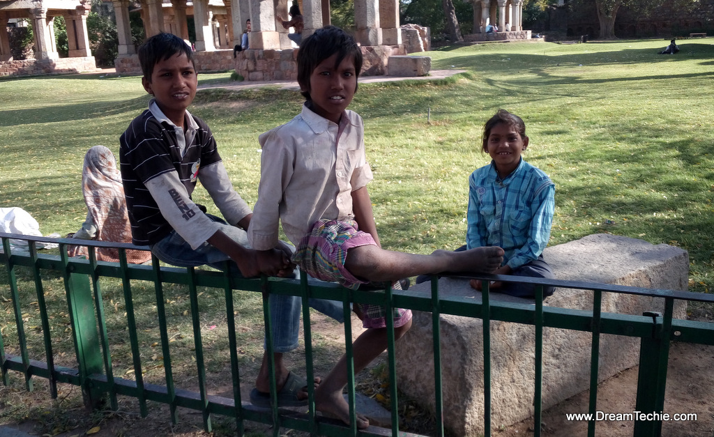 Random kids posing just after seeing the camera, Delhi Photography with LeEco